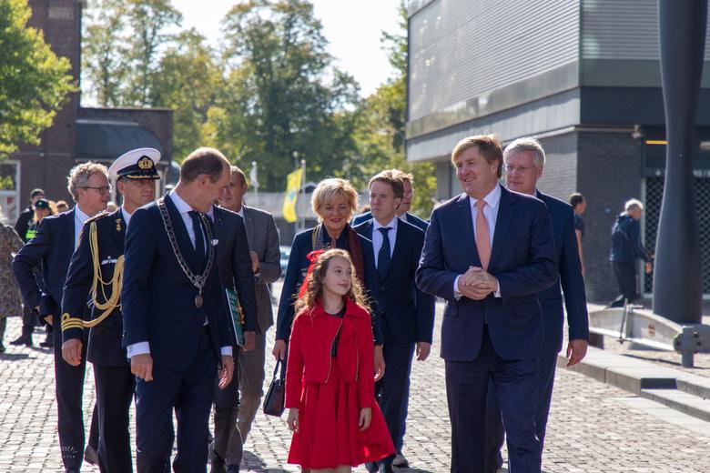 Willem-Alexander in Hengelo - Koning Willem-Alexander brengt een bezoek aan het ROC van Twente in Hengelo (OV)