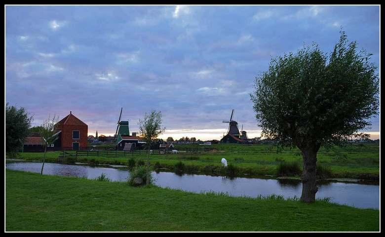 Zaanse Schans - De Zaanse Schans na sluitingstijd. Even genieten van het mooie weer.