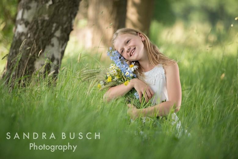 Flowergirl - Serie van meiden in het gras.