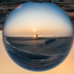 Zonsondergang gevangen in glas