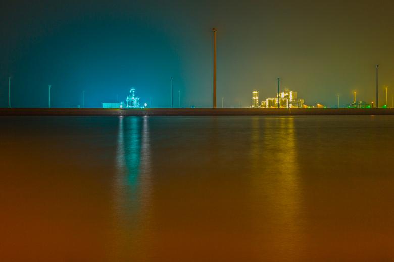 Beams - Beams<br /> <br /> Geïnspireerd door foto&#039;s die ik vandaag voorbij zag komen, ben ik vanavond naar de Eemshaven geweest om wat nachtfot