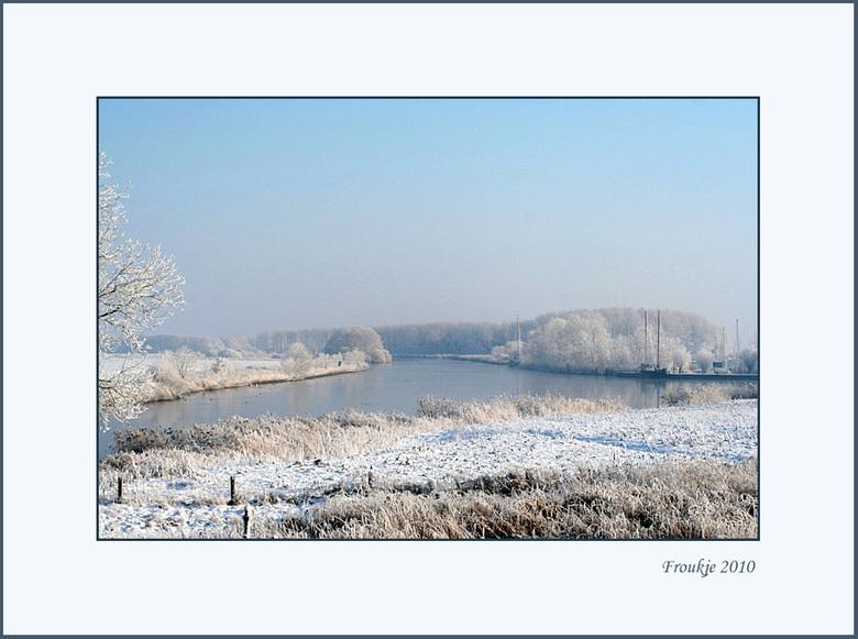 dokkumer nieuwe zijlen  - Nog een winterplaatje .<br /> Bedankt voor de reacties op mijn foto van de merel .<br /> Groetjes Froukje