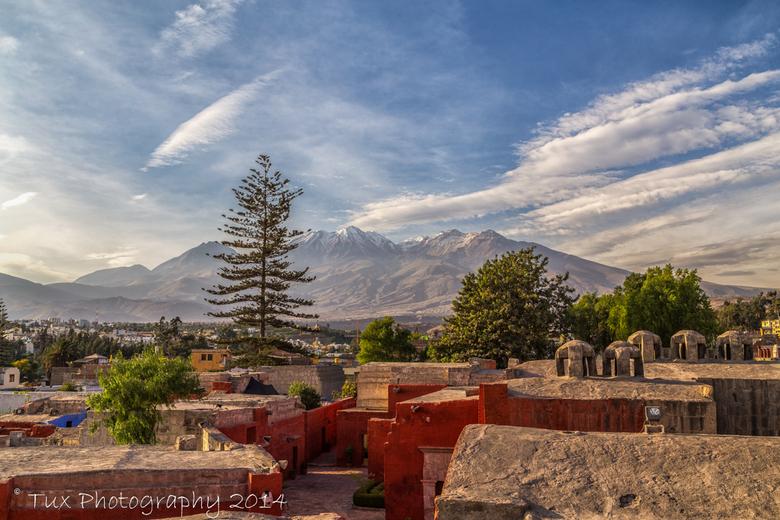 Monasterio de Santa Catalina - Peru - Deze foto heb ik gemaakt vanaf een uitzichtpunt in het Santa Catalina klooster in Arequipa (Peru). Het gebergte