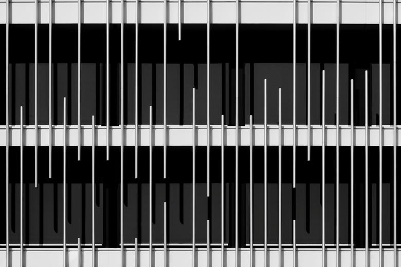 Lines and shadows - Abstracte opname,op een zonnige dag......