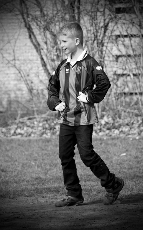 """Soccer I - In navolging van mijn vorige foto heb ik ook deze bewerkt met een vignet en rekening gehouden met de gegeven adviezen om wat meer """"vle"""