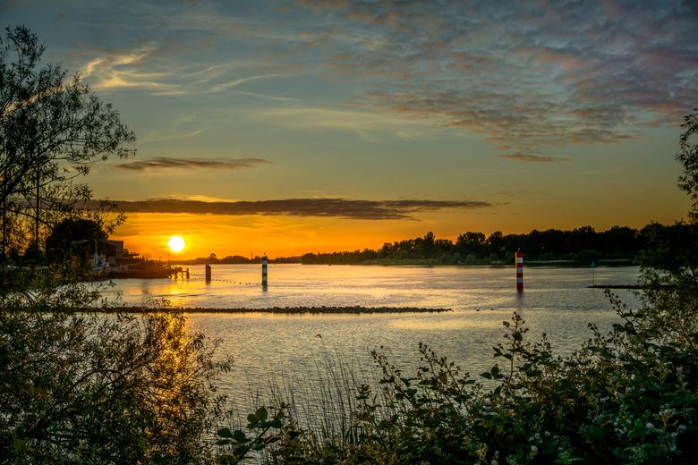 zonsondergang oude maas - Zonsondergang oude maas Puttershoek<br />