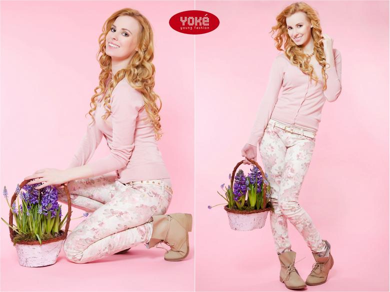 Ramona duo roze met bloemen - Deze vond ik leuk bijelkaar horen.<br /> Geschoten voor Yoke Young Fashion Groningen!<br /> <br /> fotografie en visa