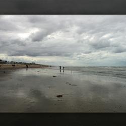 Genieten langs het strand