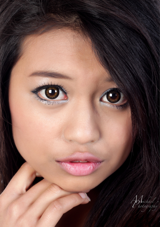 Asian cute - Model: Shirley<br /> <br /> Zie ook:<br /> <br /> http://www.associatedcontent.com/article/2284529/how_to_make_guys_fall_in_love_with