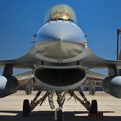 F-16 in de zon
