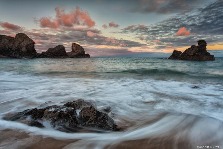 Porthcothan Bay sunrise - Porthcothan Bay, Corwall, UK.<br /> Zonsopkomst nu is een keer niet recht tegen de zon in, maar die kwam achter mij op. Gel