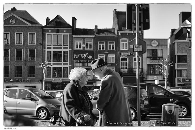 For as long as we both shall live versie2 - Op de markt in St-Truiden. Hij 99, zij net iets minder want een dame zegt haar leeftijd niet. <br /> Op a