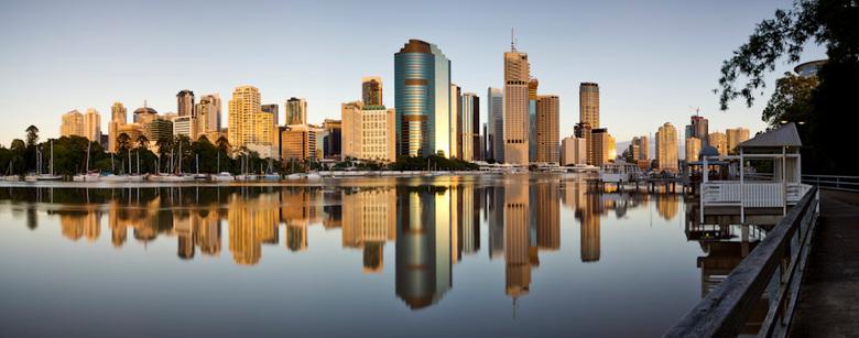 Brisbane - Canon 5DMkII | Canon 24-70 F/2.8 lens | ISO50 | 32mm | F/16 | 1.3sec | Lee 0.6 ND grad | 6 foto panorama | PTGui