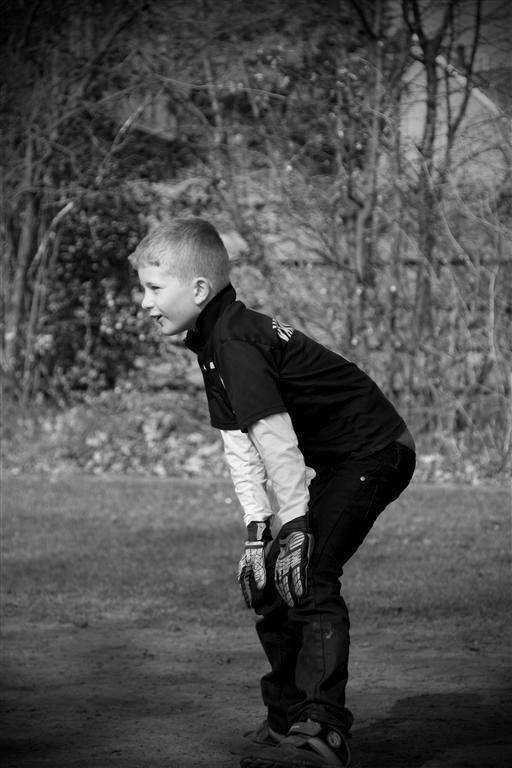 """Goalkeeper I - Een moment """"gegrepen"""" tijdens een stevig potje voetbal. Dit is mijn zoon Joshua !! Omgezet naar zwart wit en mijn eerste stap"""