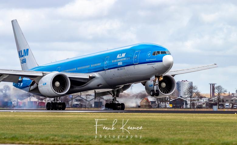 KLM Boeing 777-206 - KLM Boeing 777-206(ER) met witte neus op de Polderbaan, Schiphol.