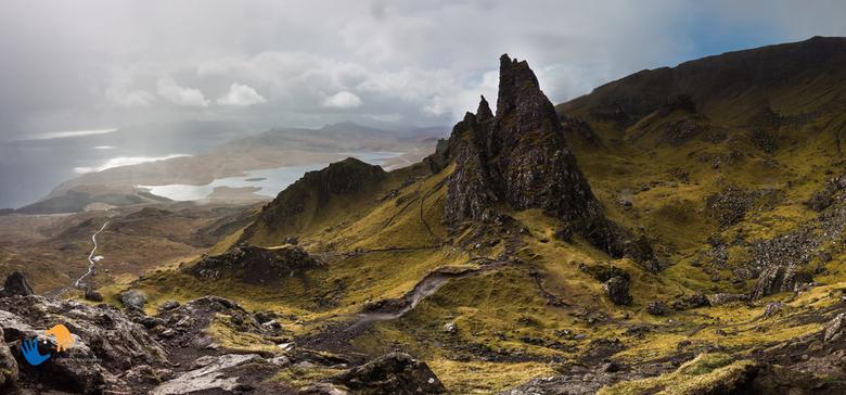 classical view on The Old men of Storr - Klassiek zicht op de Old men of Storr (Isle of Skye) en zo vaak gefotografeerd. Ik kon de verleiding ook niet