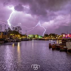 Onweer boven de haven van Hhuizen