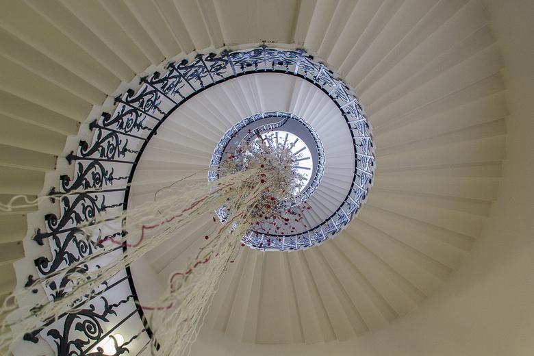 The Tulip Stairs - 'Rugfoto' = op je rug gaan liggen en afdrukken. Gemaakt in de Queen's House - Greenwich UK