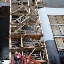 P1140248 Toegangstrappen Thialf Heerema  5mei 2012