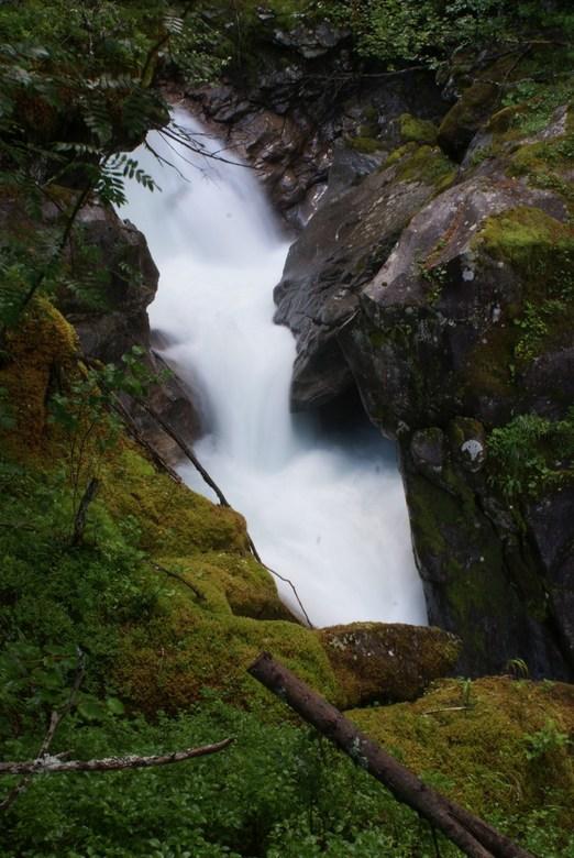 Sprookje - mooie waterval in Oostenrijk