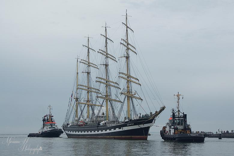 Sail Vlissingen - Het binnen varen van de schepen in de sluis van Vlissingen..ongeveer 180 schepen zijn vandaag binnen gekomen voor de Sail de Ruyter.