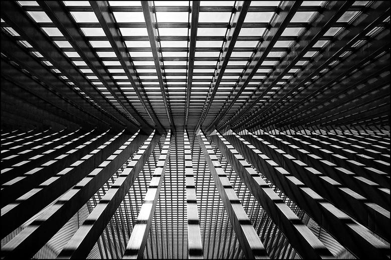 Artistieke architectuur 25 - Een combinatie van een lijnenspel en contrasten kunnen bij een juiste uitsnede een heel andere uitstraling krijgen dan he