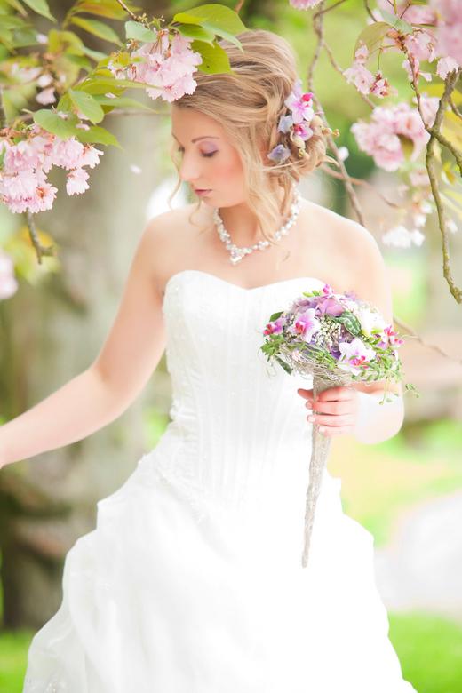 Kim in bruidsjurk - Zo mijn styl!!!<br /> Love it.<br /> (en het was nog een testje ook eigenlijk ha ha)