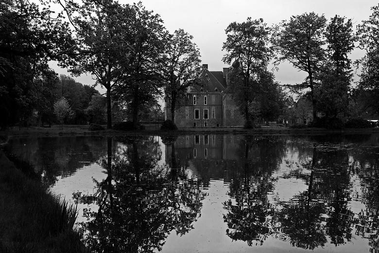 Kasteel Cannenburgh - Een foto van kasteel Cannenburgh in Vaassen. Aangezien het een saaie dag was een omzetting in zw.<br /> <br /> Gr Harry