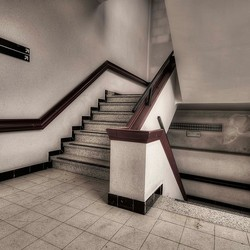 trappenhuis ziekenhuis Belgie omgeving Charleroi