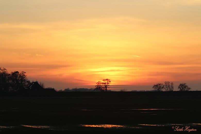 Zonsondergang  - Genoten van een prachtige zonsondergang net buiten mijn woonplaats