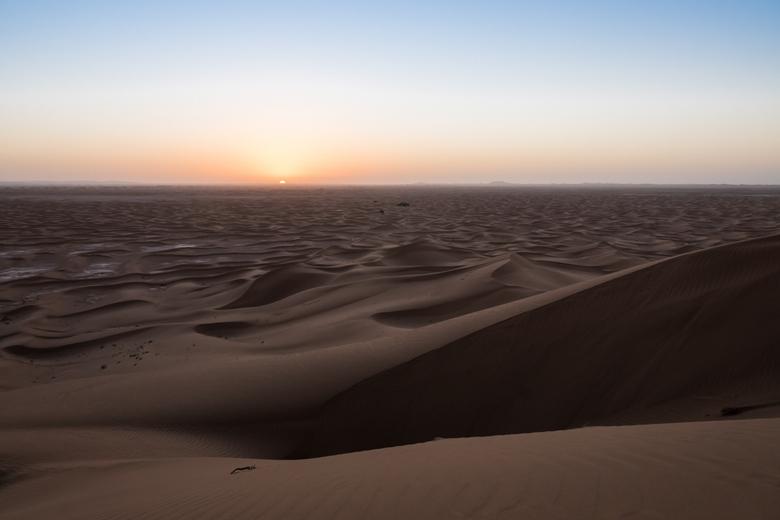 Zon Komt Op - Zonsopkomst in Erg Chigaga in de Sahara in Marokko.