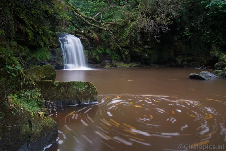 Whirling Waters - De Thomason Foss waterval in de Engelse North York Moors. Vanwege het droge weer niet de meest indrukwekkende waterpartij maar vanwe