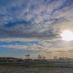 Zon en wolken boven Hilversum