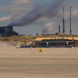Lekker uitwaaien op het strand bij Velsen.