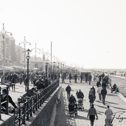 Een zondagmiddag in februari op de boulevard van Scheveningen