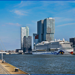 Rotterdam Skyline bij de Cruise terminal  (Aida Prima)_DSC1618-(4)