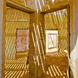 schaduwwerking in Kolmanskop, Namibië