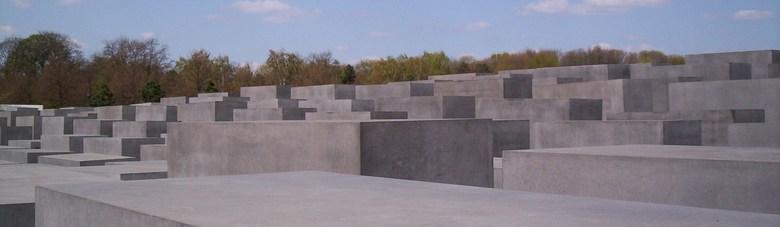 Abstract graf - Monument (in Berlijn) van de holocaust, de grijze blokken stellen graven voor.
