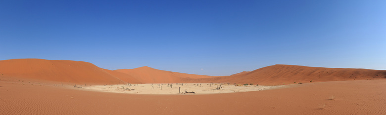 Panorama Sossusvlei, Namibië - Deze panorama van deadvlei is gemaakt in de Sossusvlei in Namibië en bestaat uit 16 verticale foto&#039;s.<br /> F10<b