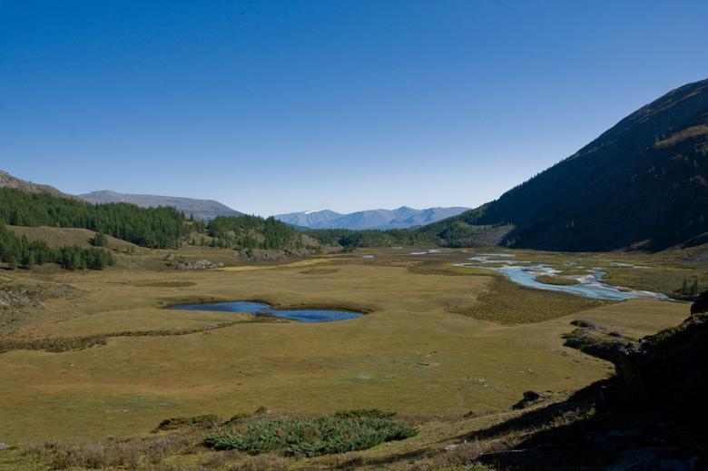 Mug - Twee meertjes die op muggenogen lijken in de Berenvallei in Altai Tavan Bogd National Park Mongolië.