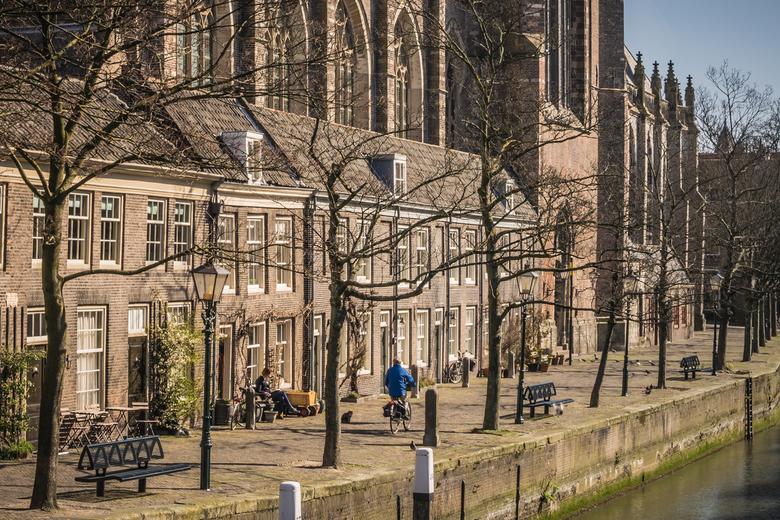 Onze lieve vrouwenkerk - Foto op een van de eerste lekkere lentedagen in Dordrecht.