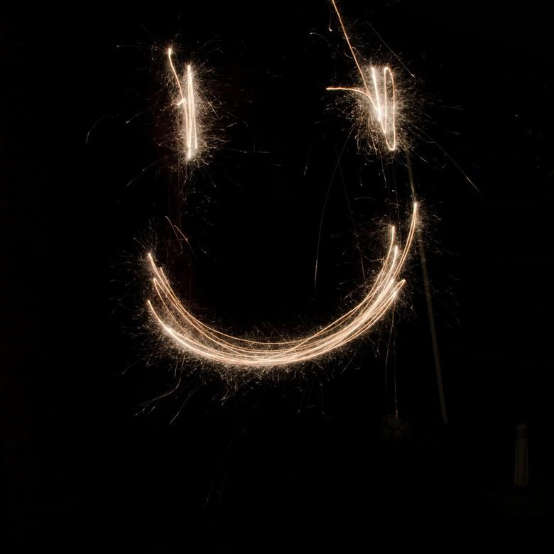 met een lach het nieuwe jaar in - het resultaat van spelen met sterretjes en een lange sluitertijd.