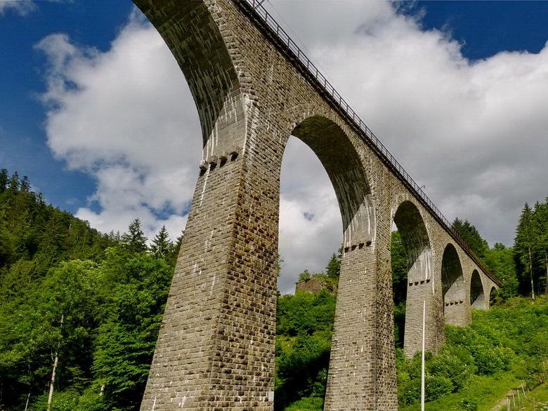 De Ravenna Spoorviaduct - is 36 meter hoog en 224 meter lang en ligt bij de plaats Breinau in het Zwarte Woud Duitsland.<br /> <br /> 15 juni 2016.<