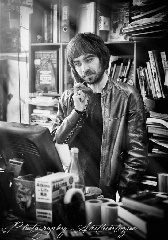 Ed ... - Dit is Ed, toen ik in Londen een tweedehands boekenwinkel binnenliep kon ik er niet langs kijken. Alhoewel ik juist mijn camera in mijn rugza