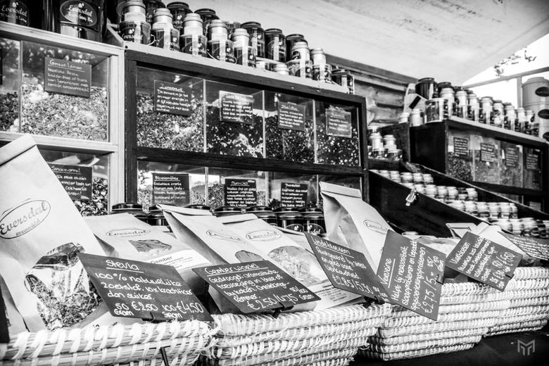 Marktkraam - Een marktkraam met koffie, thee en kruiden op de Trotsmarkt in Baarn.