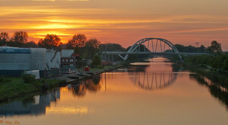 De laatste zon... - Zonsondergang bij Groningen (Noorderhogebrug)