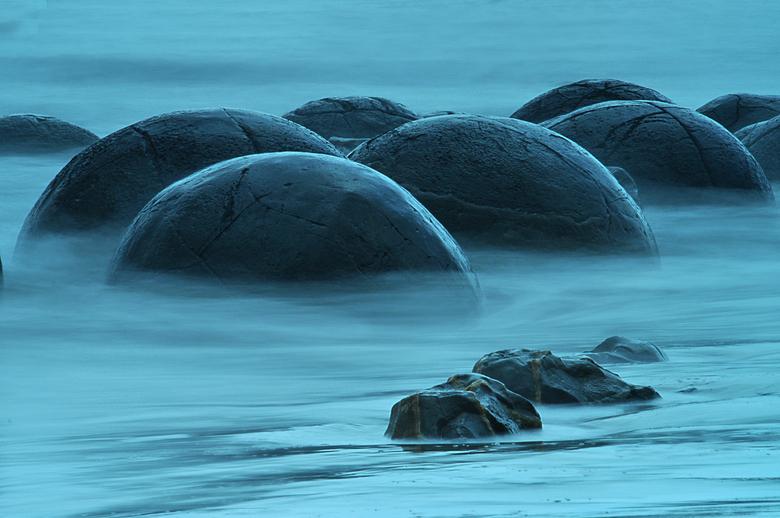 als knikkers op het strand - Mouraki Boulders in Nieuw Zeeland