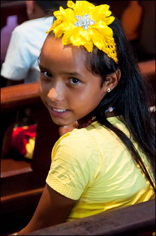 Cuba 93 - Deze jonge dame wilde heel graag op de foto, maar was erg verlegen. Ze was me continue aan het volgen en deed haar uiterste best om mij niet