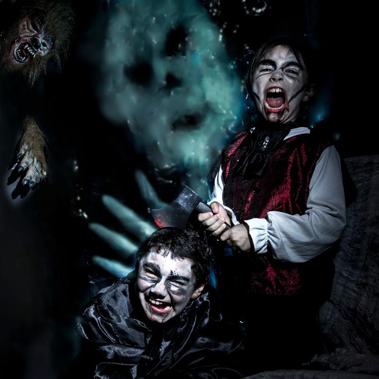 Kids Halloween - Fotoshoot met mijn kids voor Halloween.<br /> Gebruik van 2 flitsen