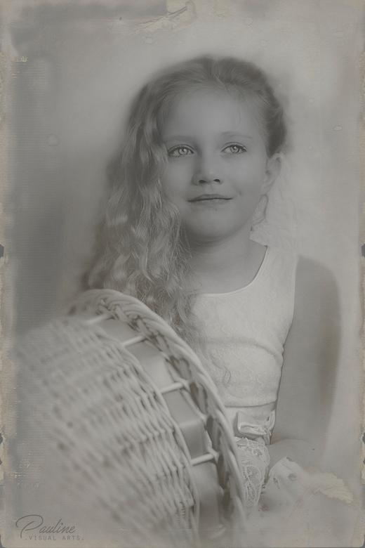 ROMY - Ouderwets, retro, vintage<br /> Newstyle fotografie, maar dan oude style<br /> <br /> © Pauline Visual Arts - http://www.paulinevisualarts.n
